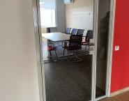 Алюминиевые остекленные двери
